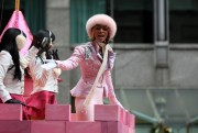 "Nov 25, 2010 - Keri Hilson - ""Macy's Thanksgiving Day"" 84th Annual Parade In NYC 3b0bf2108236402"