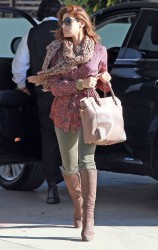 Ева Мендес, фото 4708. Eva Mendes arriving at the Kinara Skin Care Clinic & Spa, december 22, foto 4708