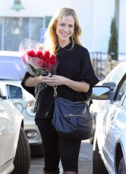 Джули Бенц, фото 1128. Julie Benz leaving the Bristol Farms Market in Beverly Hills, january 17, foto 1128