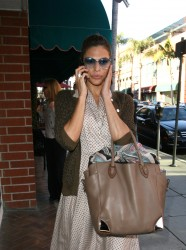 Ева Мендес, фото 4731. Eva Mendes spotted leaving a Medical Building in Beverly Hills, january 18, foto 4731