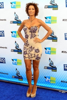 Nicole Murphy - Arriving For The 2012 Do Something Awards